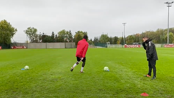 "Travail de réathlétisation individualisé, carré conduite ballon sous forme intermittent 30""/30"".